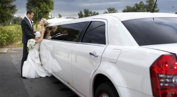 wedding-car-hire-Melbourne-Chrysler-300c-Enrik-Limousines-image-1-3166.JPG