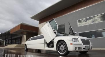 wedding-car-hire-Perth-Chrysler-300c-Belle-Classic-Limousines-image-1-3200.jpg
