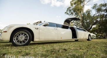 wedding-car-hire-Perth-Chrysler-300c-Belle-Classic-Limousines-image-1-3208.jpg