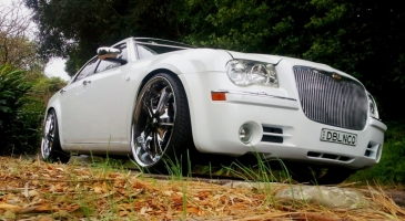 wedding-car-hire-Sydney-Chrysler-300c-DeBlanco-Wedding-Cars-image-1-2806.07.18.jpg